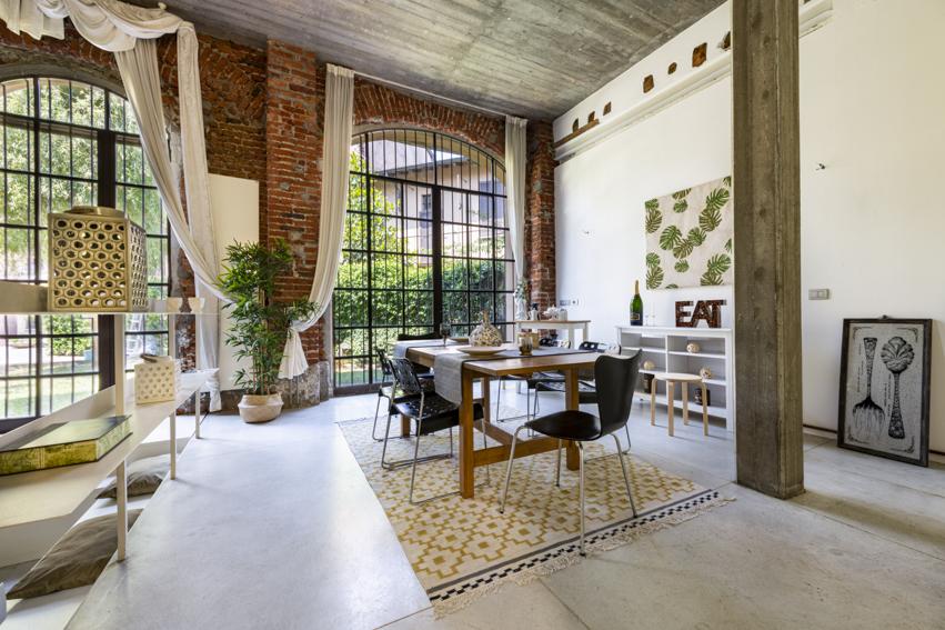 Loft a Milano Home Staging Karisma, vendita veloce per investitori, sala da pranzo cucina