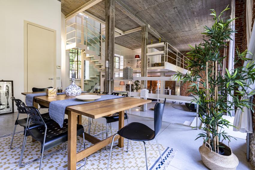 Loft a Milano Home Staging Karisma, vendita veloce per investitori salone e sala da pranzo