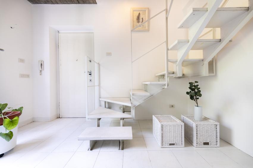 Loft a Milano Home Staging Karisma, vendita veloce per investitori, scale